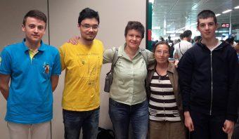 Ecco la squadra pronta per l'imbarco. Da sinistra: Flavio Salvati, Jacopo Chen, Giulia Iafrate, Angela Misiano e Pietro Benotto