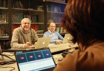 Enzo Brocato (a sx) durante un meeting del team GRAWITA. Crediti: Media INAF
