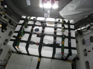 L'esperimento Saffire-I legato saldamente al modulo pressurizzato del cargo Cygnus dell'Orbital ATK. Crediti: NASA