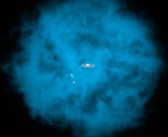 In questa rappresentazione artistica, la nostra Via Lattea e alcuni suoi piccoli compagni di viaggio avvolti in un gigantesco alone di gas bollente. Crediti: NASA / CXC / M.Weiss / Ohio State / A Gupta et al.