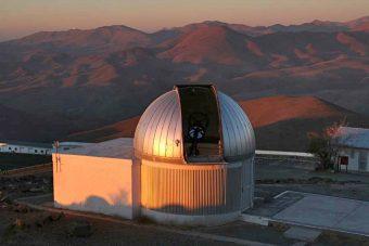 Il telescopio TRAPPIST dell'Università di Liegi, in Belgio, allo European Southern Observatory in Cile. Crediti: UCSD