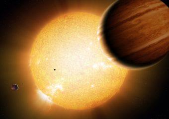 Un gigante gassoso delle dimensioni simili a quelle del nostro Giove, in orbita attorno alla sua stella ospite nel rendering di un artista. Crediti: Detlev Van Ravenswaay.