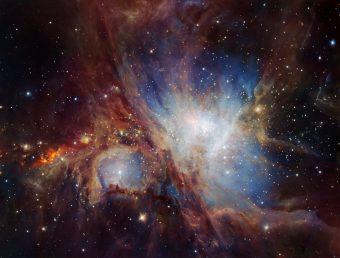 Questa spettacolare immagine della Nebulosa di Orione è stata ottenuta da esposizioni multiple utilizzando lo strumento agli infrarossi HAWK-I montato sul Very Large Telescope dell'ESO in Cile. Crediti: ESO/H. Drass et al.