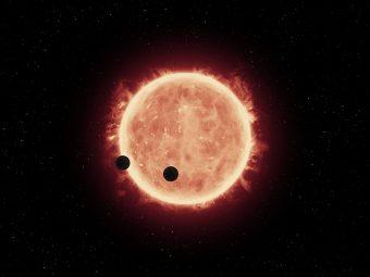 Rappresentazione artistica di due super-Terre che transitano davanti alla loro stella madre. Crediti: NASA / ESA / STScI / J. de Wit (MIT)