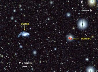 """Immagine della galassia nana DDO 68 ottenuta nella luca visibile con LBT. La galassia si trova in una zona """"vuota"""",  a circa 39 milioni di anni luce da noi. L' ellisse rossa mostra la posizione di DDO 68 C, un possibile compagno gassoso a una distanza di circa 12.000 anni luce da DDO 68. Crediti: Francesca Annibali/INAF"""