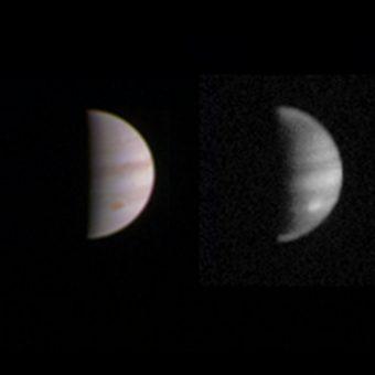 Doppia vista su Giove attraverso gli occhi elettronici della sonda Juno, dalla lunga distanza di 4,4 milioni di chilometri. Crediti: NASA / JPL-Caltech / SwRI / MSSS.