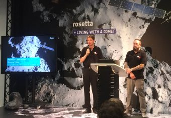 Ultimi minuti di missione per Rosetta. Markus Bauer (a sx) e Matt Taylor (a dx). Crediti: Elisa Nichelli / Media INAF