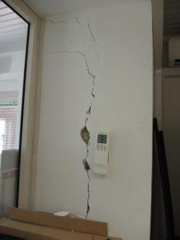 Un dettaglio dei danni riportati dalla struttura