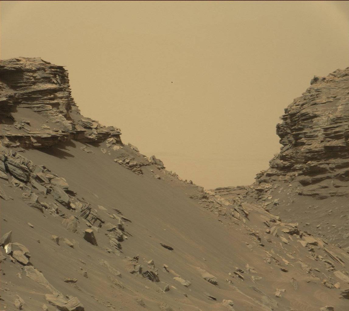In questa immagine raccolta dalla Mast Camera a bordo del rover Curiosity sono visibili i pendii e i rilievi della regione Murray Buttes. L'immagine è stata scattata l'8 settembre 2016, durante il 1454imo giorno marziano (o sol) dell'esplorazione di Curiosity su Marte. Crediti: NASA/JPL-Caltech/MSSS