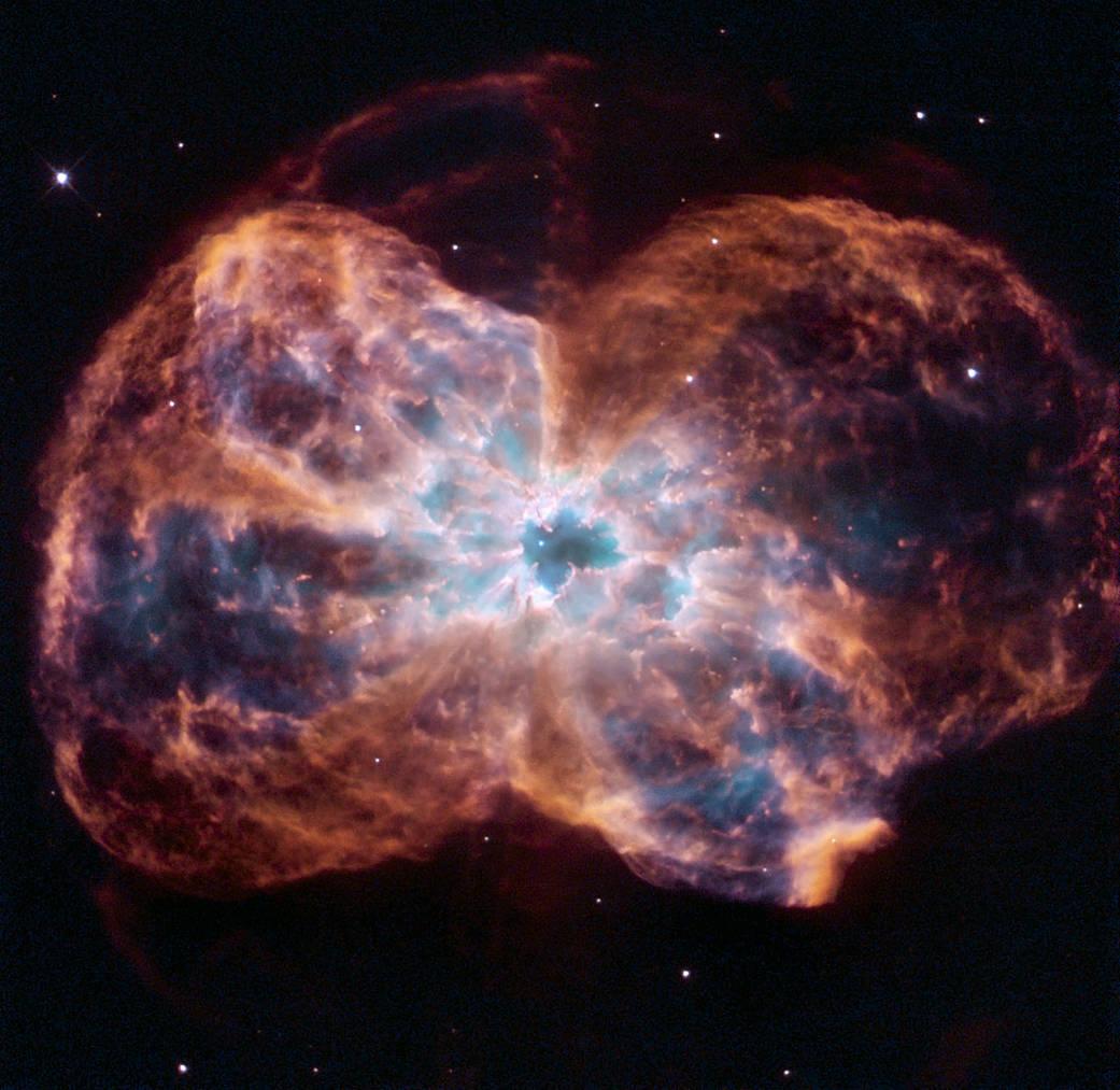 Ecco il gran finale di una stella simile al nostro Sole: la nebulosa NGC 2440. La nana bianca al centro di NGC 2440 è una delle più calde ad oggi note.