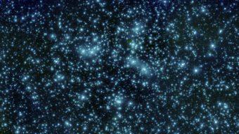 Un'immagine dell'ammasso di galassie Abell 2744, noto anche come cluster di Pandora, scattata dal telescopio spaziale per l'infrarosso Spitzer, della NASA. Questo cluster è stato osservato anche in banda ottica con Hubble e con l'Osservatorio per raggi X Chandra, nell'ambito del programma Frontier Fields, che vuole indagare nel profondo, all'origine dell'universo. Crediti: NASA/JPL- Caltech