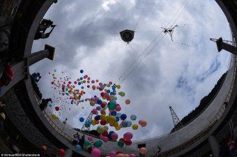 Palloncini verso il cielo per l'accensione di FAST. Crediti: Accademia delle scienze cinese