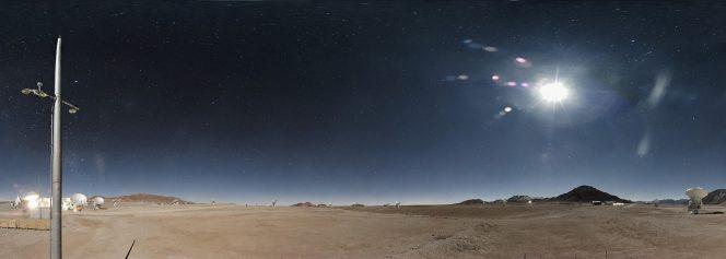 Il cielo notturno sopra ALMA, l'Atacama Large Millimeter/submillimeter Array, visto dalla nuova webcam (cliccare per l'immagine in ultra-HD). Crediti: ALMA (ESO/NAOJ/NRAO)