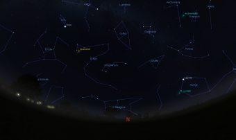 Simulazione del cielo attorno al polo nord alle 22 per latitudini dell'Italia centrale. E' evidenziato punto da cui sembrano irradiarsi le Draconidi. Crediti: Media INAF - Stellarium