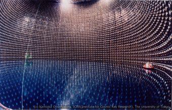 Il rivelatore giapponese di neutrini Super-Kamiokande. Crediti: Kamioka Observatory, Institute for Cosmic Ray Research, University of Tokyo