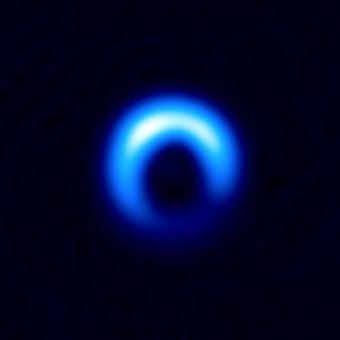 Il disco di polvere attorno alla giovane stella HD 142527 osservato con ALMA. Crediti: ALMA (ESO/NAOJ/NRAO), Kataoka et al.