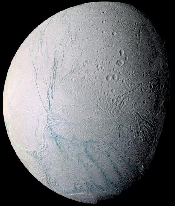 Lo strato caldo sotto la superfice ghiacciata di Encelado, la stella appena nata nella nebulosa Zampa di Gatto e le nuove scoperte sperimentali su Titano