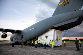 La sonda Lucy della NASA arriva con un aereo cargo