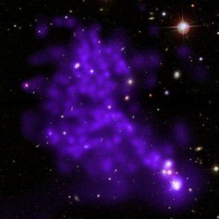 Quando alle galassie spunta la coda