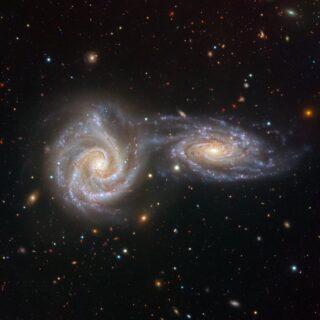 Fusioni galattiche à gogo nell'universo primordiale